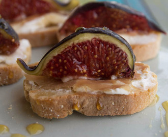 Crostini With Figs, Ricotta, Prosciutto And Honey