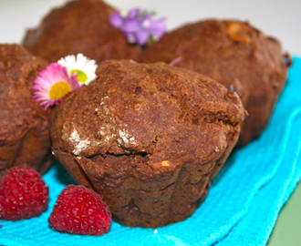 Low calories and low sugar mini chocolate cakes with cocoa nibs and almonds