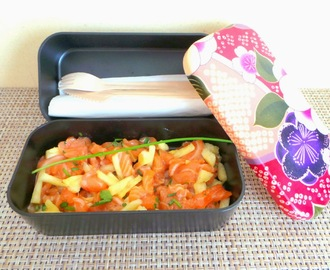 Tartare de saumon cru mariné et ananas en bento (Tartar of marinated raw salmon and pineapple)