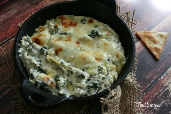 Skillet Spinach and Artichoke Dip