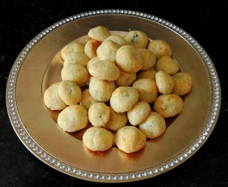 Black and White Olive Cheese Puffs for #SundaySupper