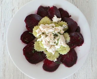 Salade de betteraves (cuites au four), concombre et chèvre frais (Beet salad (baked), cucumber and goat cheese)