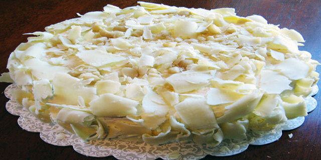 NUT CAKE WITH WHITE CHOCOLATE