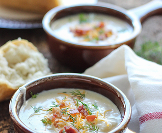 Slow Cooker Cream Cheese and Potato Soup