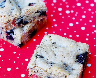Peppermint cookies and cream blondies