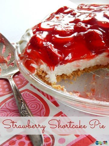Strawberry Shortcake Pie {Day 9} #12Daysof Valentine's