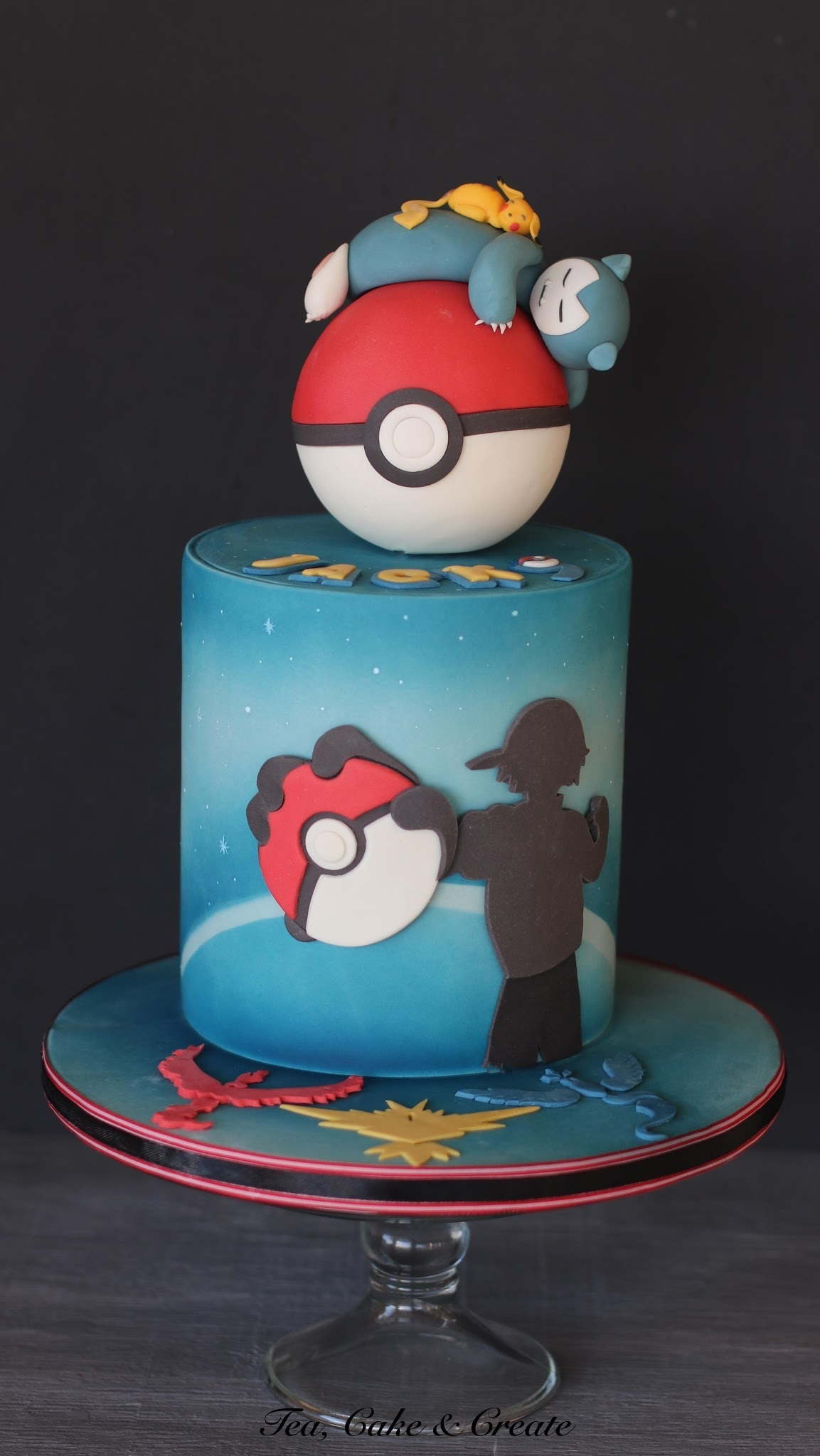 Pokemon Cake Pokeball Topper