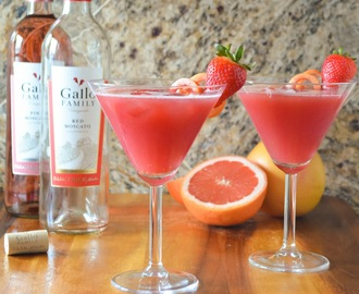 Sparkling Strawberry Grapefruit Moscato Punch #SundaySupper