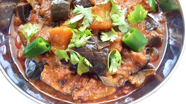Eggplant And Potato Curry / Aloo Baingan
