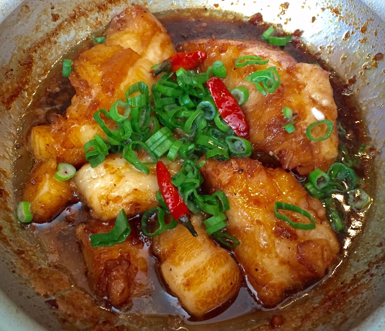 Caramelized Seabass in claypot (Ca seabass kho to)