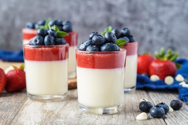 #SundaySupper Red, White, and Blue: Strawberry and White Chocolate Panna Cotta