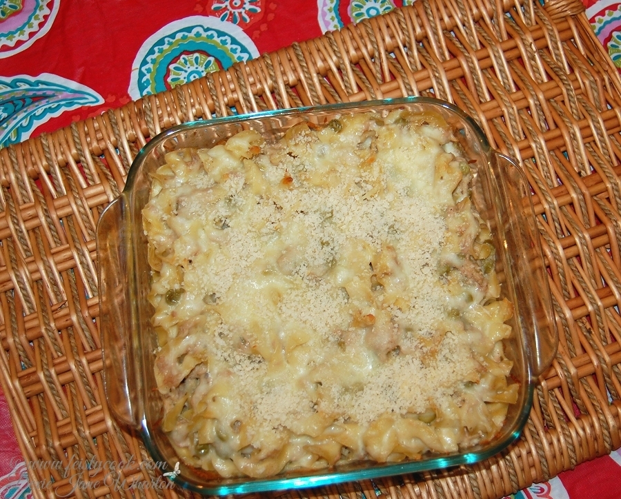 Cheesy Tuna & Egg Noodles Casserole