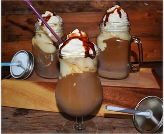 Irish Cream Iced Coffee Break and Cold Water Challenge / Irish Cream Eis-Kaffeepause und Kaltes Wasser Herausforderung