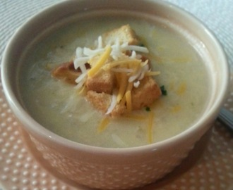 Slow Cooker Broccoli Cheddar Chicken Soup