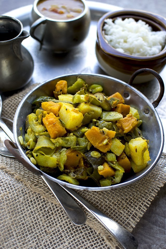 Charchari (Bengali Mixed Vegetable Curry)