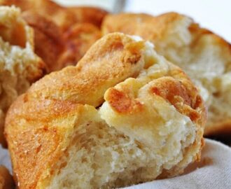 Must Have Easy Crescent Roll Recipes – Pull Apart Bread!