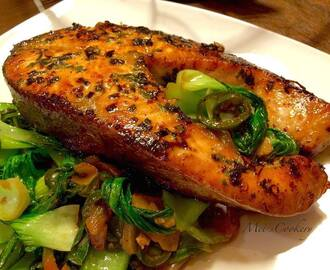 Fresh Herbs Marinated Salmon