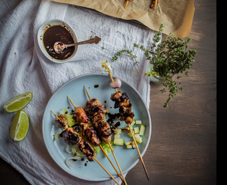 Sate ayam kecap (Chicken satay with sweet sauce)
