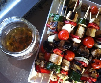 Meatless Monday Memorial Day veggie kabobs. Or kebabs. Whatever, they've got honey-jalapeno dressing, they're gonna be good!