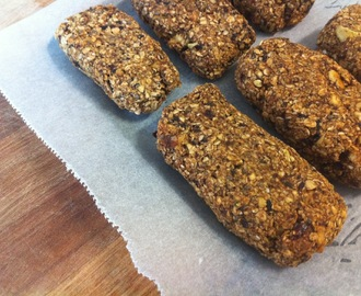 All Natural (I mean, for real) Apple and Nutmeg Muesli Bars
