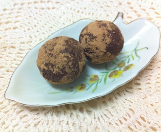 Fat free, Sugar free Chocolate and Coconut Truffles (shhh... they're raw!)