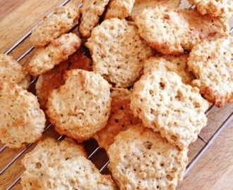 RICE BUBBLE & BANANA BISCUITS