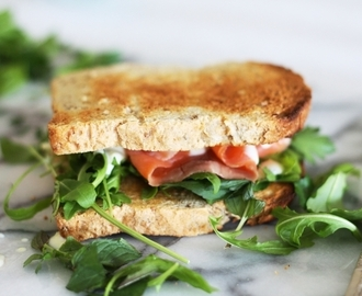 Roaming Cow product review & recipe for smoked salmon & herb sandwich with egg free lemon yoghurt aioli