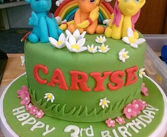 Little Pony Cake + Cupcakes