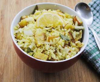 Batata poha recipe – Poha (rice flakes) with potatoes, onions and spices