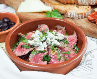 White wine marinated steak with blue cheese #SundaySupper