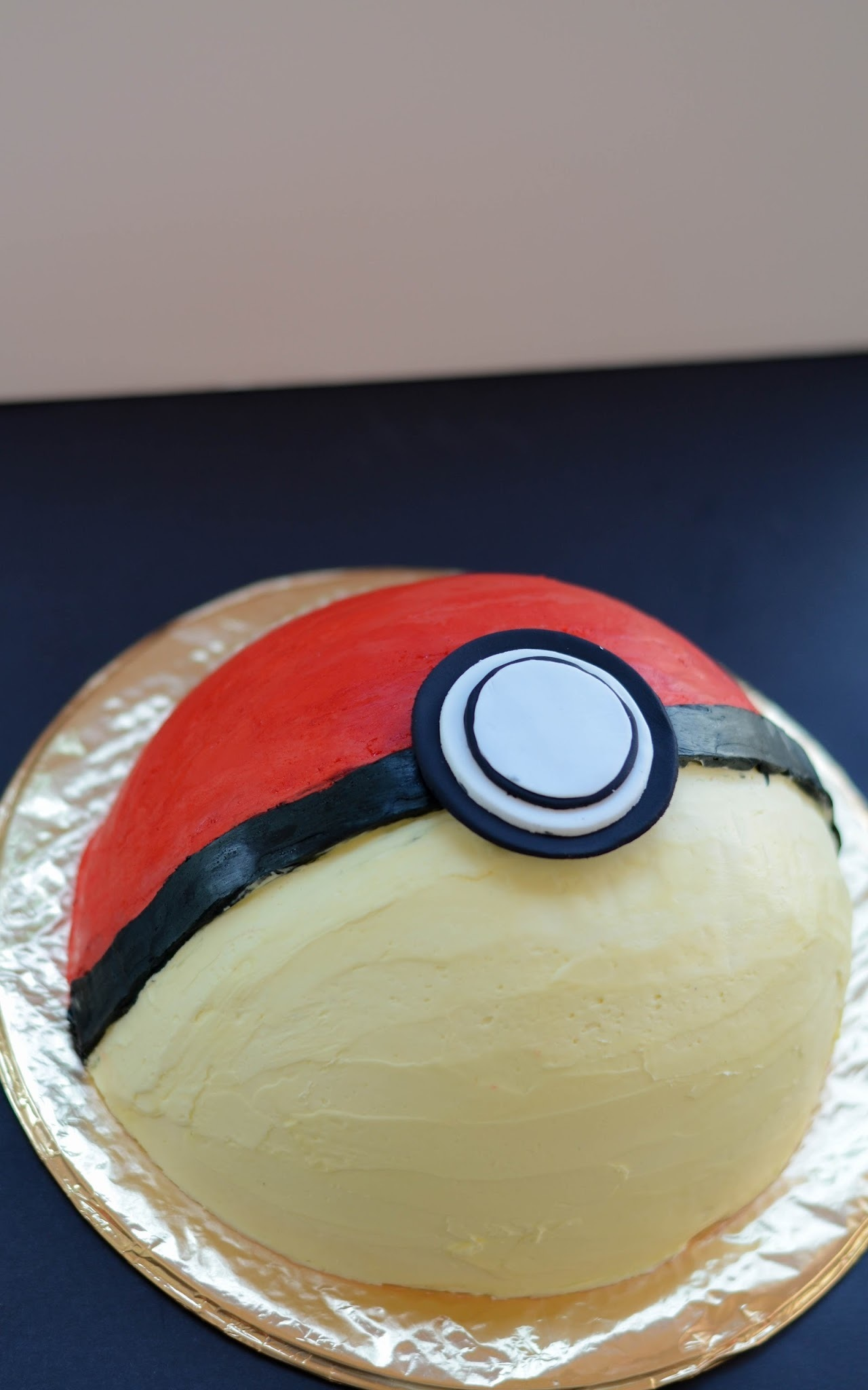 Pokeball cheese cake cake, so retro.