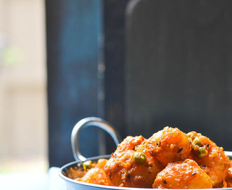 Hing Diye Niramish Aloo-r Dom ( Dum Aloo without onion and garlic )