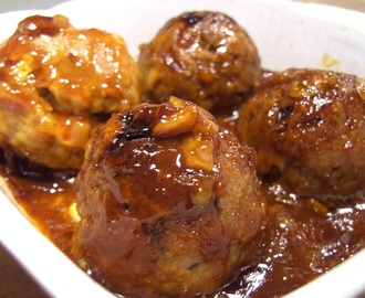 Cheesy Meatballs with 'disgusting' all-in Chili Sauce