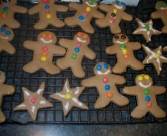Kids in the Kitchen making Ginger Bread Men