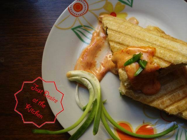 Omellet Sandwich with Chili Mayonaisse Sauce