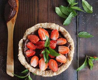 STRAWBERRY & CHOCOLATE BUTTERCREAM TART
