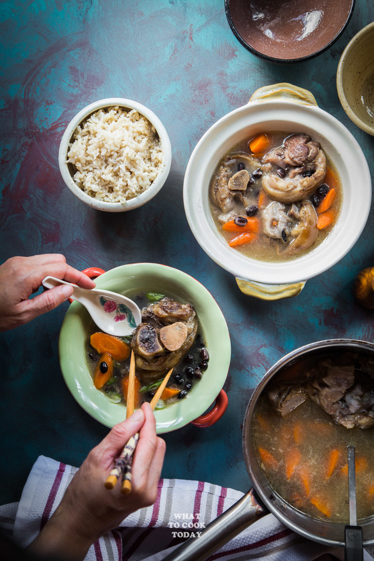 Sup Kaki Babi (Pork Hocks Black Bean Soup)