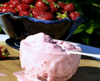Homemade Fresh Strawberry Ice Cream