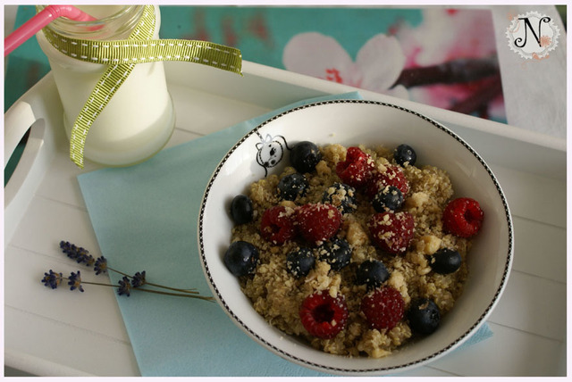 Quinoa with fruit and coconut / Kvinoja s sadjem in kokosom