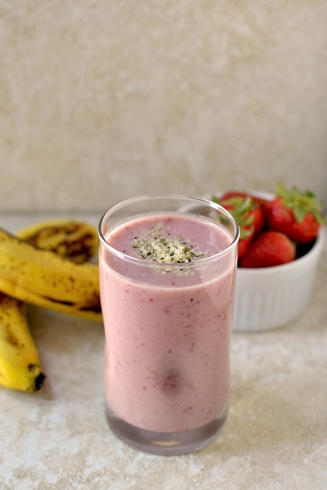 Banana Strawberry Protein Smoothie (Sunwarrior Product Review and a Giveaway)