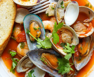 Homemade Cioppino (Seafood Stew)