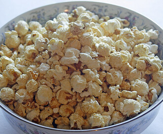 How to make stovetop popcorn – a healthier alternative to microwave popcorn