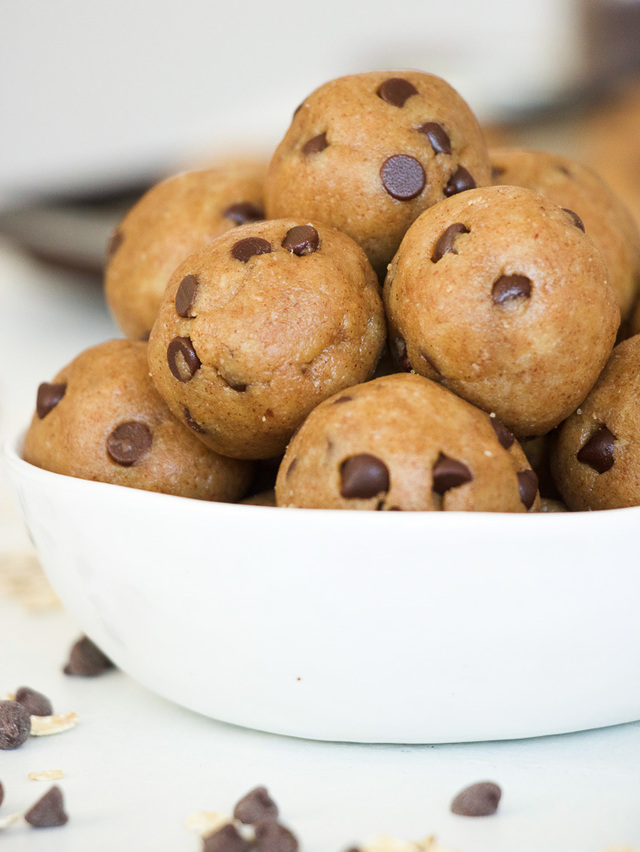 Healthy Raw Cookie Dough Energy Balls