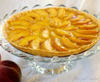 Fresh Peach Tart {with Vanilla-Cardamom Cream}