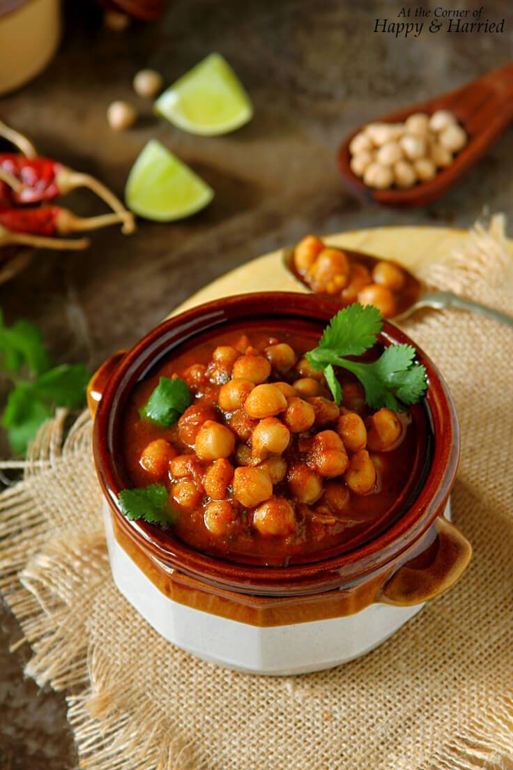 Choley Or Chana Masala (Indian Chickpea Curry)
