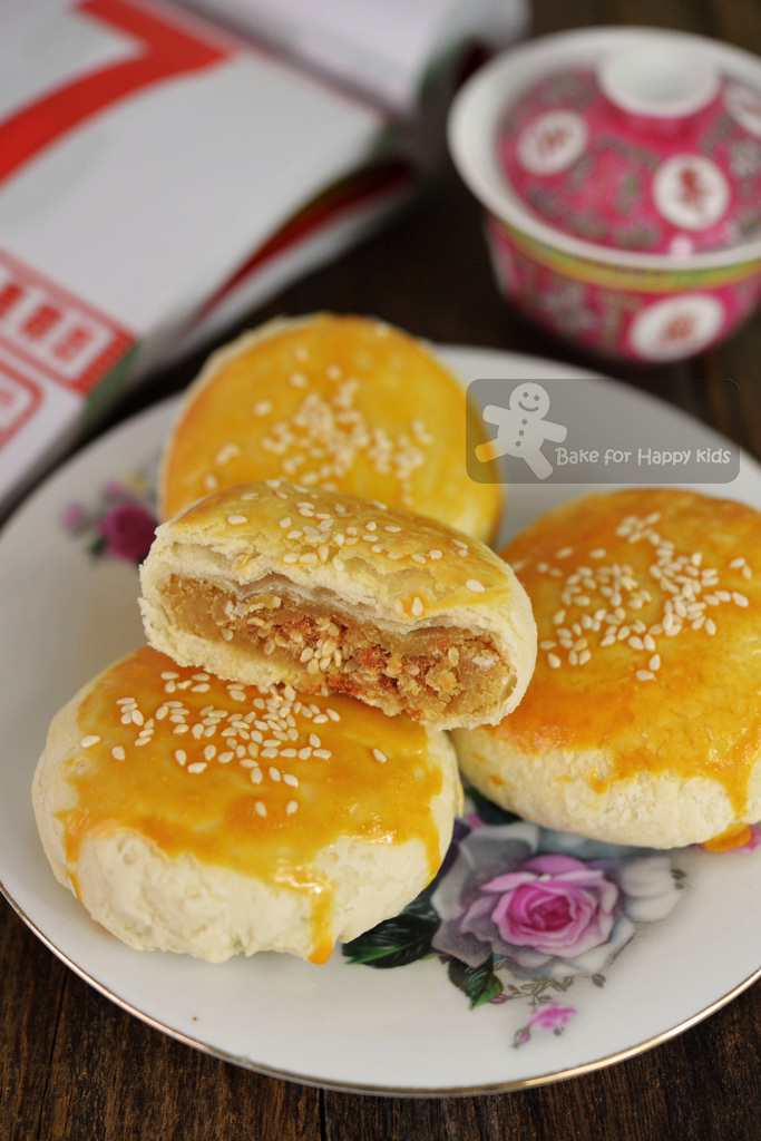 Chaozhou / Teochew Meat / Pork Floss Lotus Paste Flaky Mooncake 潮洲肉丝酥皮月饼
