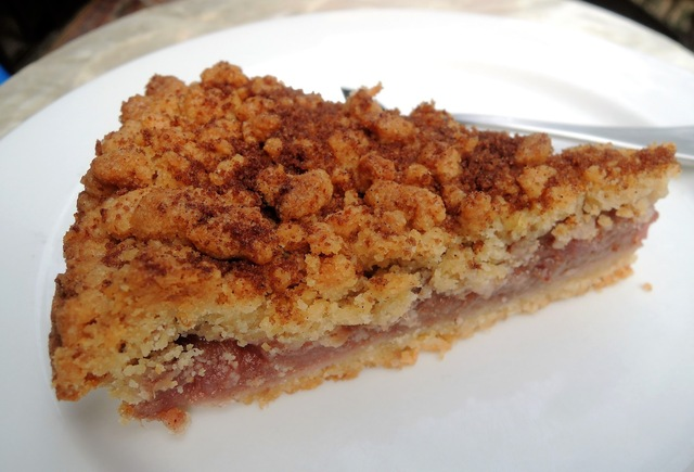 Apple and Rhubarb Crumble Pie