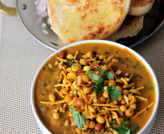 Misal Pav Recipe - maharashtrian misal pav Recipe - Famous Street Food Recipe - Chaat recipe