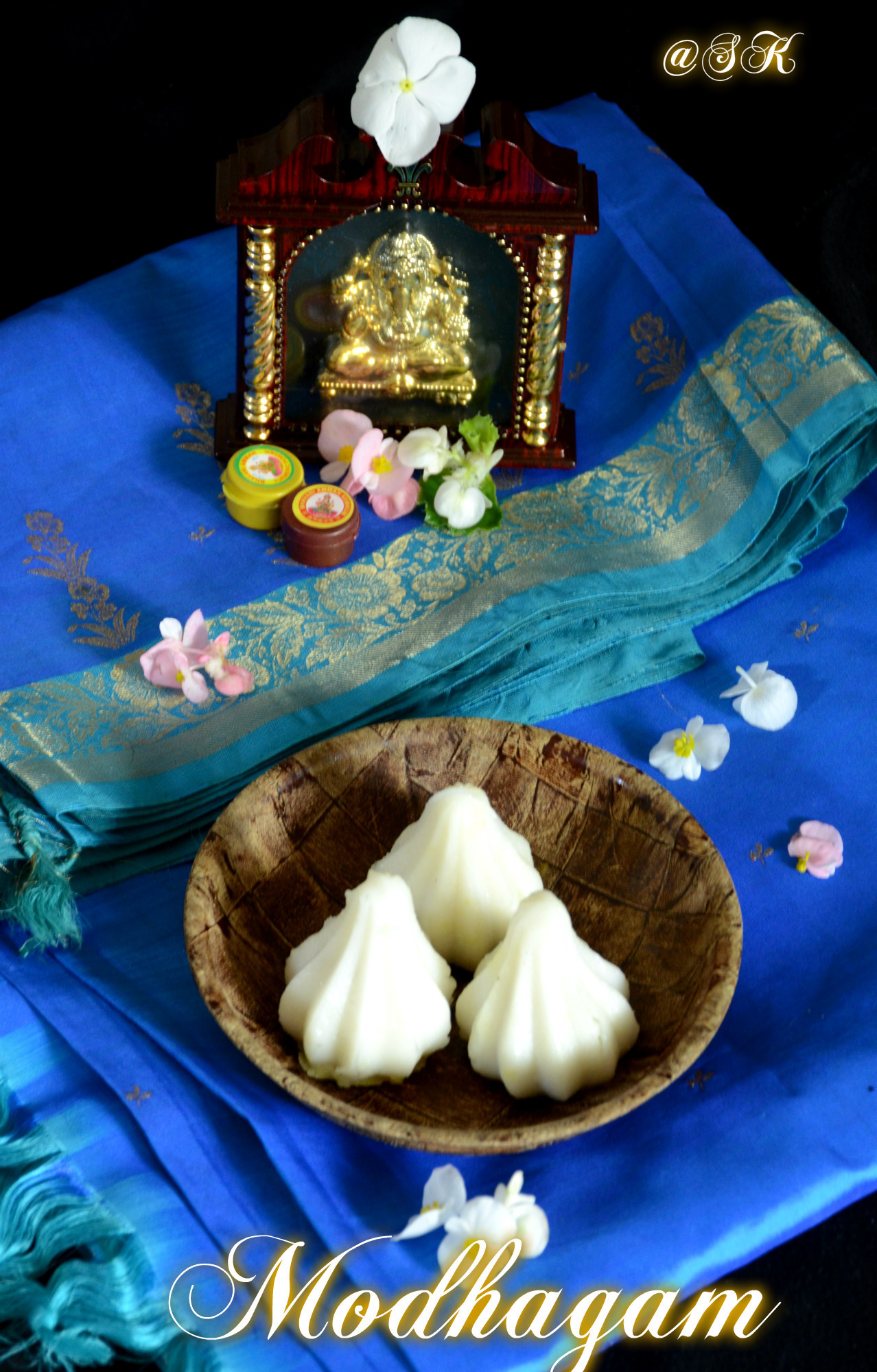 Modhagam -  மோதகம் - Moong dal stuffed rice dumplings - Vinayagar Chathurthi special