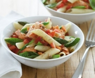 Salmon, tomato and asparagus pasta